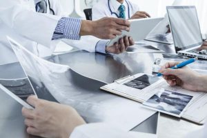 RCP-reunion-concertation-pluridisciplinaire-traitement cancer du poumon - service chirvtt - bichat